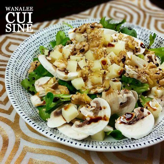 Salade aux champignons, noix et brebis